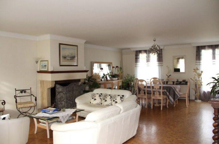 Maison Saint Nom La Breteche 8 pièce(s) 192 m2